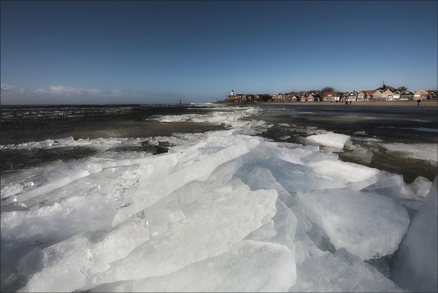 Kruiend IJs  Urk  winter 03