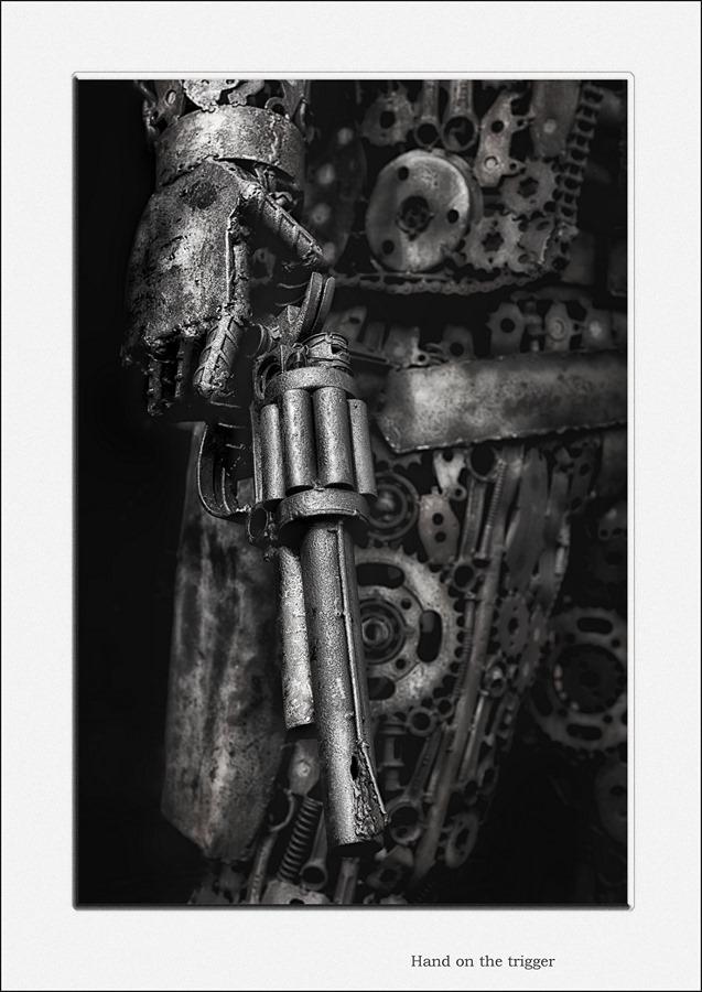 Getrokken pistool Foto Geladen wapen