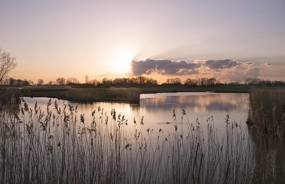 Het ijzer smeden als het heet is Foto Zonsondergang Genne Genneger Zijl