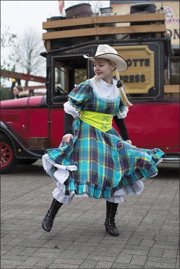 Ponypark Slagharen Foto Attractiepark Slagharen Foto Mascotte Express Foto Cowgirl Foto Saloon Girl