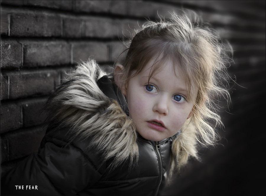 Angstig kind Foto Angstige kinderen Foto Bang Kind Foto Bange Kinderen, Foto Kinderfotografie Foto Kinderportret Foto Kinderportretfotografie Foto Yaleesa