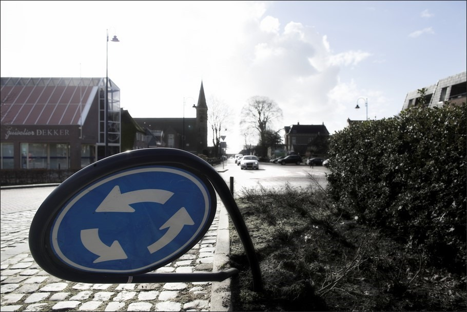 Kruisje Rondje Foto Kruising Foto Rotonde Foto Staphorst Foto Ongeluk Foto Aanrijding Foto Verkeersbord Foto Aanduiding Rotonde