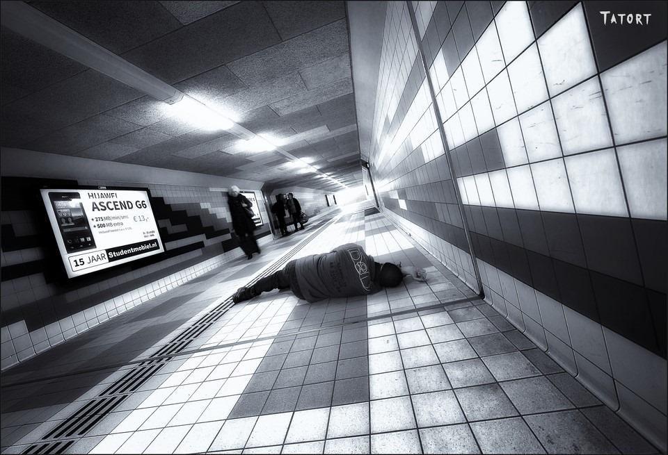Plaats Delict Foto Roofoverval Foto Beroving Foto Mishandeling Foto Misdaad Foto Onveiligheid op Stations Foto Criminaliteit