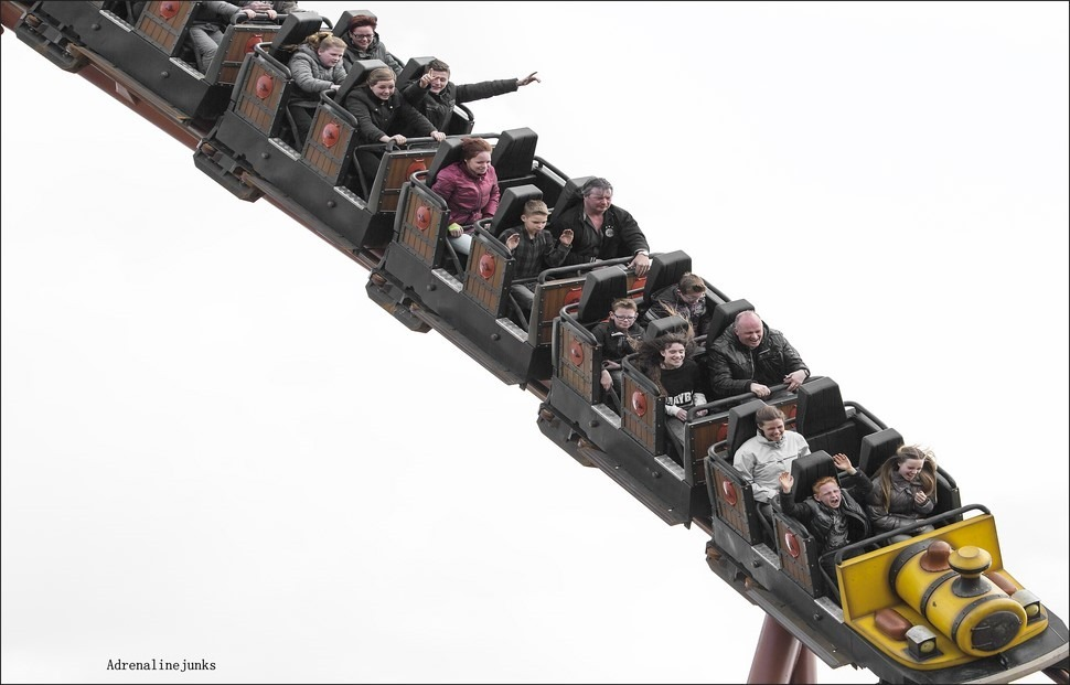 Adrenalinekick Foto Adrenaline Foto Adrenaline Levensreddend Foto Spanning Foto Ponypark Slagharen Foto Attractiepark Slagharen Thunder Loop Foto Thunder Loop