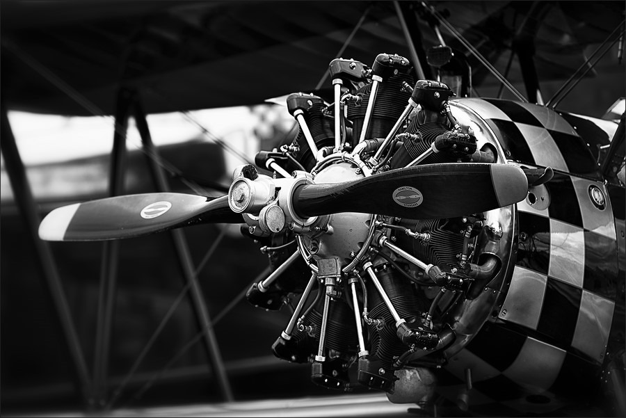 Wings And Wheels Foto Wings & Wheels Foto Wings en Wheels Foto Wings en Wheels Hoogeveen Foto Flying Circus Foto The Old Crow 1943 Boeing N2S Stearman Foto Historisch Vliegtuig Foto Vliegveld Hoogeveen