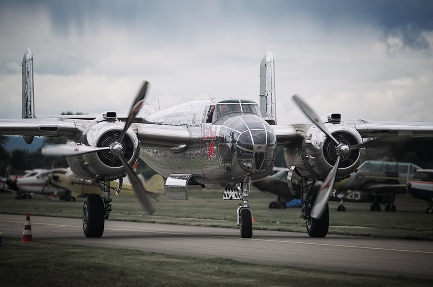Wings Wheels & Goggles Foto B-25 Mitchell Foto Bommenwerper Foto B-25 Mitchell Bommenwerper Foto The Flying Bulls Foto Wings en Wheels Foto Klassieke Bommenwerper