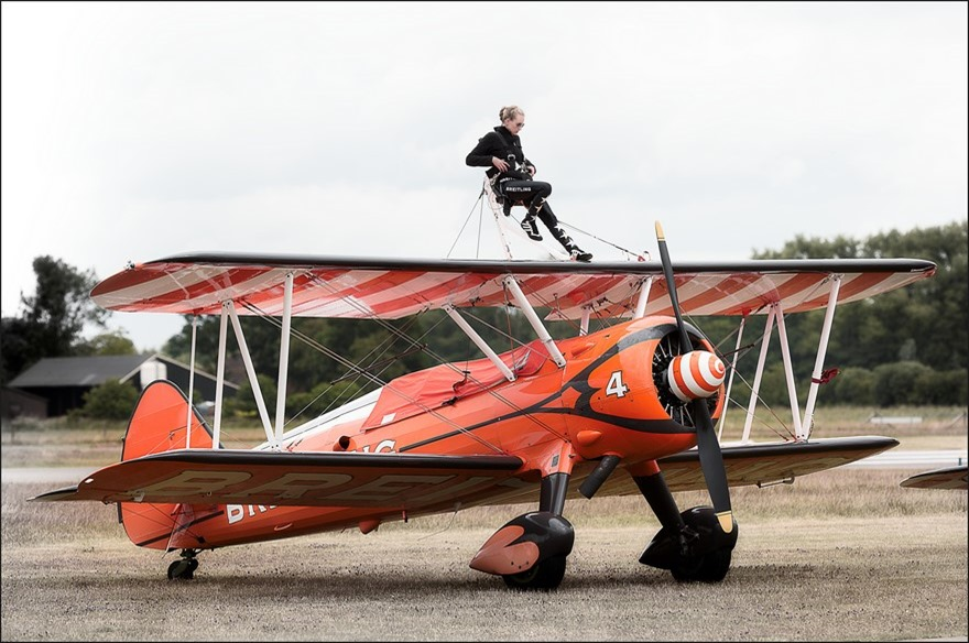 Wings Wheels & Goggles Foto Wings en Wheels Foto Wings Wheels en Goggles Teuge Foto Breitling Airshow Foto Breitling Wing Walker Airshow Foto Breitling Wingwalkers Foto Stuntteam Breitling