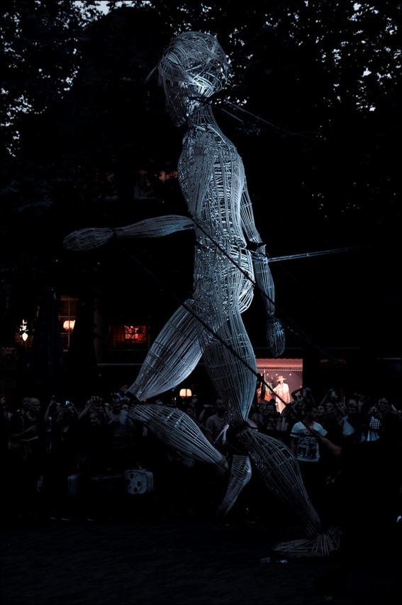 Deventer op Stelten Foto Deventer op Stelten 2015 Foto Compagnie l'Homme Debout Foto l'Homme Debout Foto Venus Foto Marionet Foto Reus Foto Theater Foto Straattheater Foto Deventer Straattheater Foto De Brink