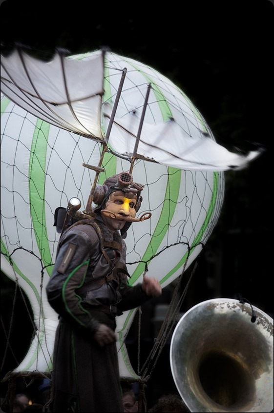 Deventer op Stelten Foto Deventer op Stelten 2015 Foto Remue Ménage Foto Steltlopen Foto Acrobatiek Foto Theater Foto Straattheater