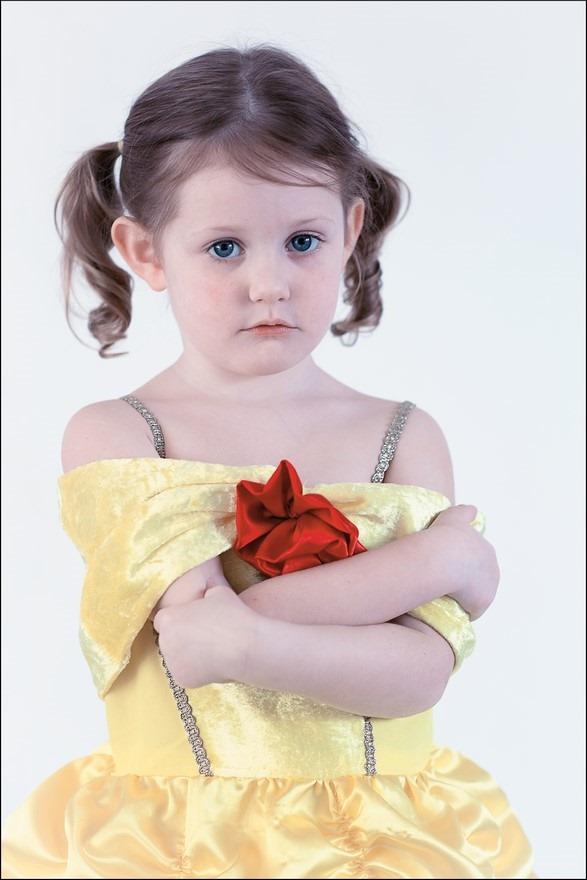 Prinsessenjurk Kind Foto Prinsessenjurk Foto Prinsessenjurk Maken Foto Belle en het Beest Foto Belle Foto Kinderfotografie Foto Kinderportret Foto Yaleesa Foto Belle Foto Prinses
