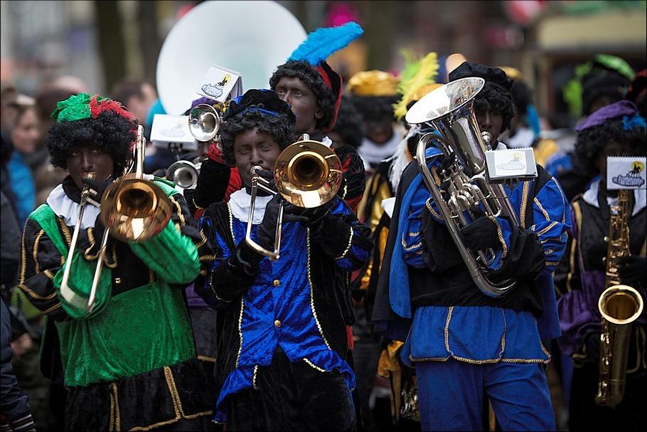 Sinterklaasintocht Zwolle Foto Sinterklaasintocht Zwolle 2015 Foto Sinterklaasintocht Foto Zwolle Foto Zwart Piet, Foto Zwarte Piet is Rascisme Foto Zwarte Piet is Traditie Foto KOZP Foto Kick Out Zwarte Piet