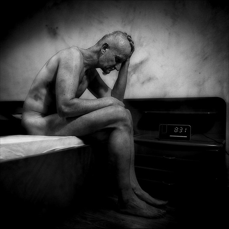 Levensmoe Foto Depressief Foto Eenzaamheid Foto Levensmoeheid Foto Neerslachtig Foto Somber Foto Levensmoe Foto Eenzaam Foto Somberheid Foto Teneergeslagen Foto Mistroostig Foto Als Leven Pijn Doet