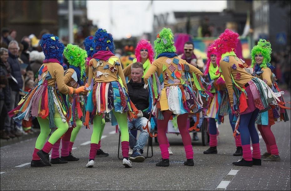 We maken een kringetje Foto Carnaval Raalte 2016 Foto Carnaval Raalte Foto Carnaval Foto Carnavalsoptocht Raalte Foto Carnavalsoptocht Foto Carnavalsoptocht Raalte 2016 Foto Sallands Carnaval Foto Sallands Carnavalsoptocht