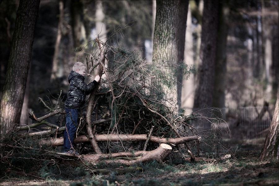 Hut bouwen Foto Hut bouwen in het bos Foto Spelen in het bos Foto Kinderactiviteiten in het bos Foto Lammetjesdag Foto Lammetjesdag Loenen Foto Lammetjesdag Loenen 2016 Foto Lammetjesdag Loenermark