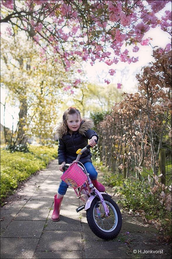 Fietsen doe je zo Foto Leren fietsen Foto Fietsen zonder zijwieltjes Foto Fietsen in Balans Foto Evenwicht op de fiets Foto Leren Fietsen KInd Foto Yaleesa