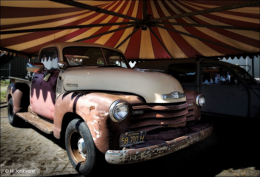 Schuren en Plamuren Foto Chevrolet Pick up Classic Foto Chevrolet Pick up Foto Verroeste Auto Foto Roestbak Foto Opknapper Pick up Chevrolet Pick up Klassieker