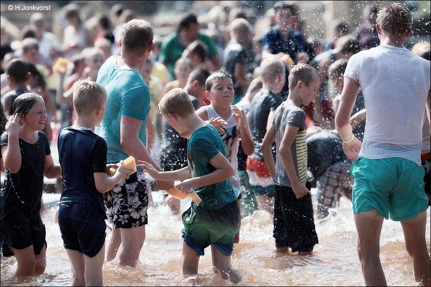 Huttendorp Staphorst 2016 Foto Staphorst Foto Huttendorp Staphorst Foto Huttendorp Foto Huttendorp 2016 Foto Waterspelen Foto Spelen met water Foto Waterspelen Foto Spelen met water 03