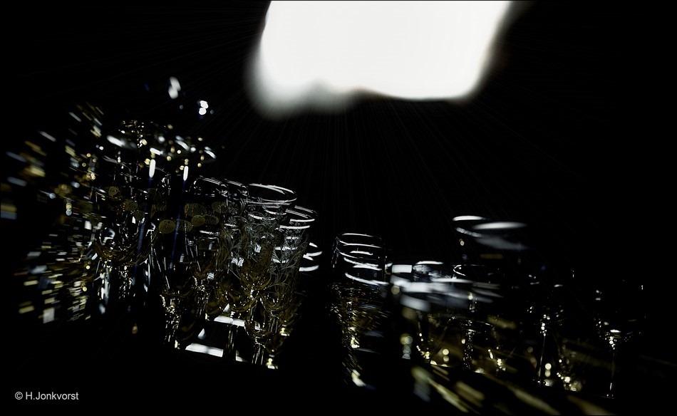 Staphorst Foto Staphorstdagen 2016 Foto Staphorstdagen Foto Duistere schuur Foto Schitteringen Foto Schittering Foto Glasservies Foto Glaskunst Foto Glas Reflectie
