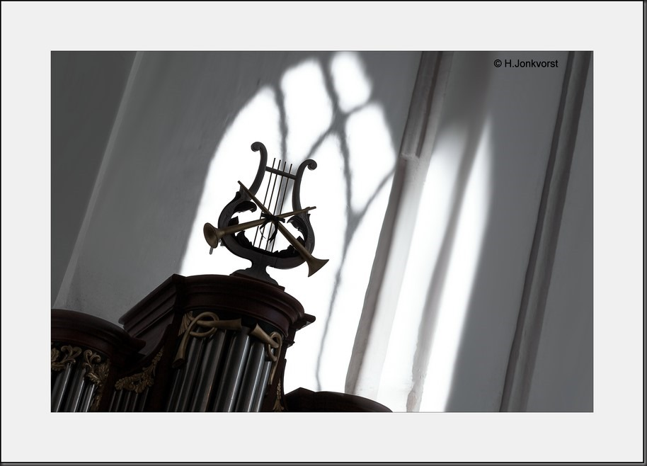 Hemelse Muziek Foto Symboliek Foto Harp Foto Bazuin Foto Harp en Bazuin Foto Hemelse Muziekinstrumenten Foto Kerk en Symboliek Foto Kerkelijk Symbool Foto Kerkelijke Symbolen