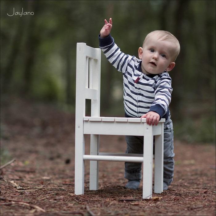Op eigen benen Foto Leren Lopen Foto Vallen en Opstaan Op eigen benen staan Foto Leren Staan Foto Met losse Handen Foto Leren Lopen met vallen en opstaan Foto Kinderfotografie Foto Jaylano