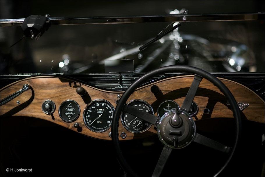 retro dashboard Foto sturen in een klassieker Foto notenhouten dashboard Foto klassieker dashboard Foto classic car Foto classic dashboard knopjes meters schakelaars