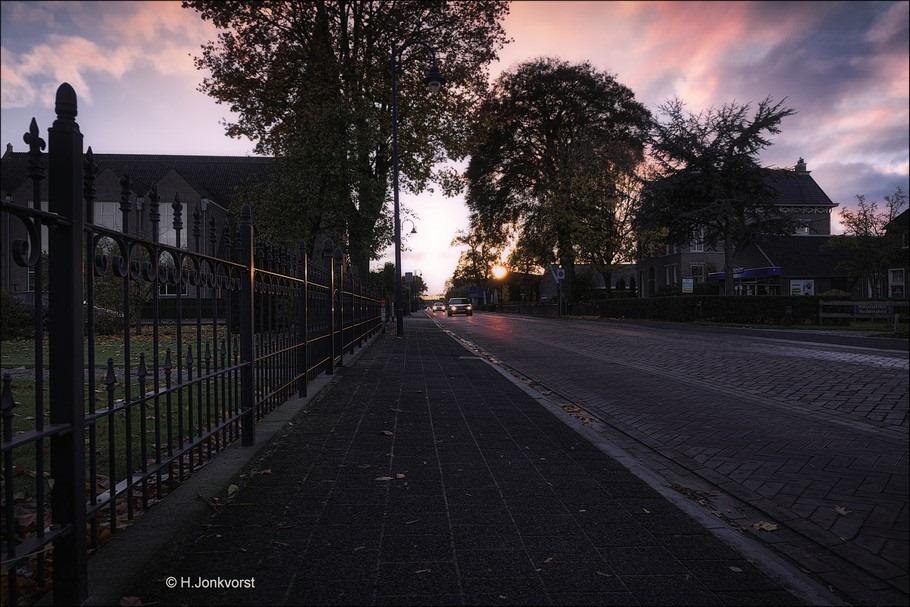 Staphorst Foto Staphorst in tegenlicht Foto tegenlicht fotografie Foto fotograferen met tegenlicht Foto zonsondergang Staphorst Foto Fujifilm XT2