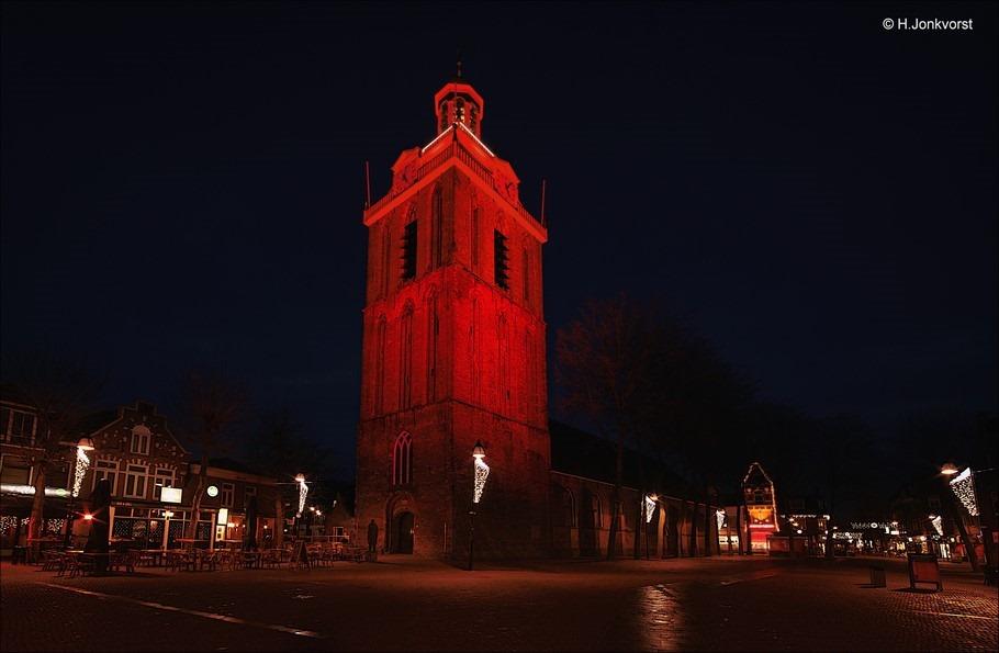 kerktoren van Meppel verlicht Foto kerktoren Meppel in de schijnwerpers Foto Meppel Foto nachtfotografie Foto nachtfotografie Meppel Foto nachtfotografie grote gebouwen Foto nachtfotografie kerk
