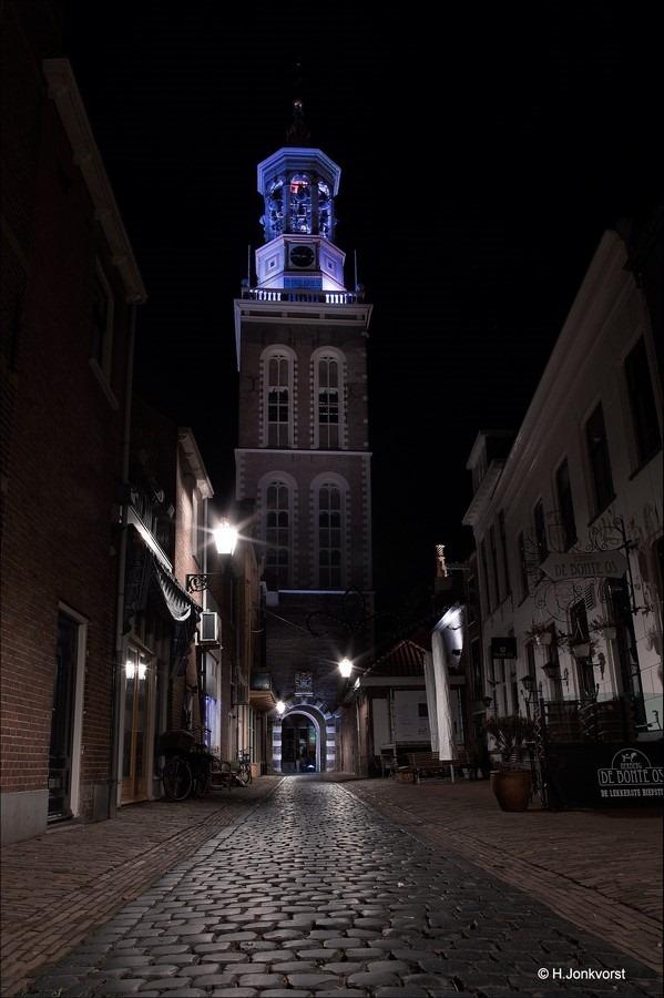 Nieuwe Toren Kampen, Kampen, nachtfotografie Kampen, nachtfotografie, Nieuwe Toren, Oudestraat Kampen, nachtfotografie architektuur, koud licht, koude avondverlichting, nachtfotografie grote gebouwen