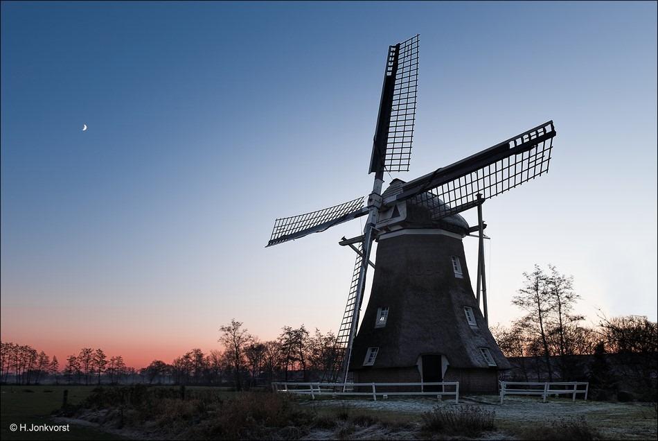 Staphorst Foto molen de Leijen Foto grondzeiler Foto eerste kwartier Foto korenmolen Foto avondlicht Foto schemering