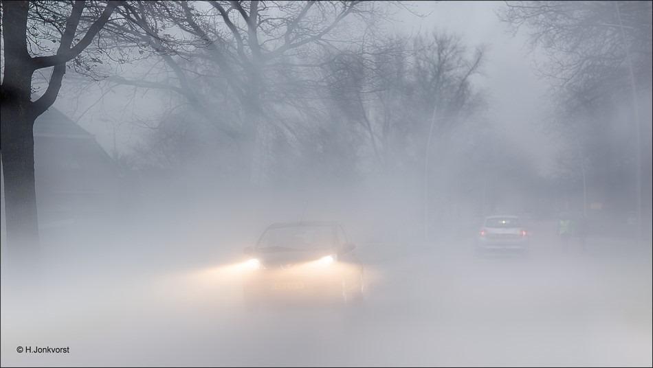 Staphorst, Rouveen, oudjaarsdag, Staphorst oudjaarsdag, oudjaarsdag in Staphorst, vreugdevuur, rook over de weg, belemmert zicht, vermindert zicht, smogvorming, vermindert zicht door rook
