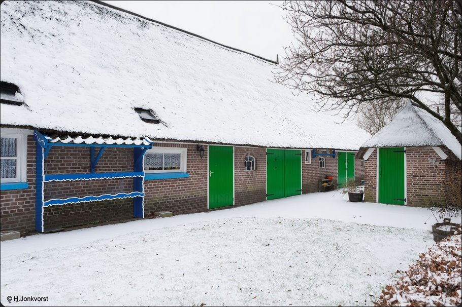 Staphorst, Staphorster Boerderij, maagdelijke sneeuw, Authentiek Staphorster kleuren, melkrek, Staphorster melkrek, Op zoek naar sneeuw