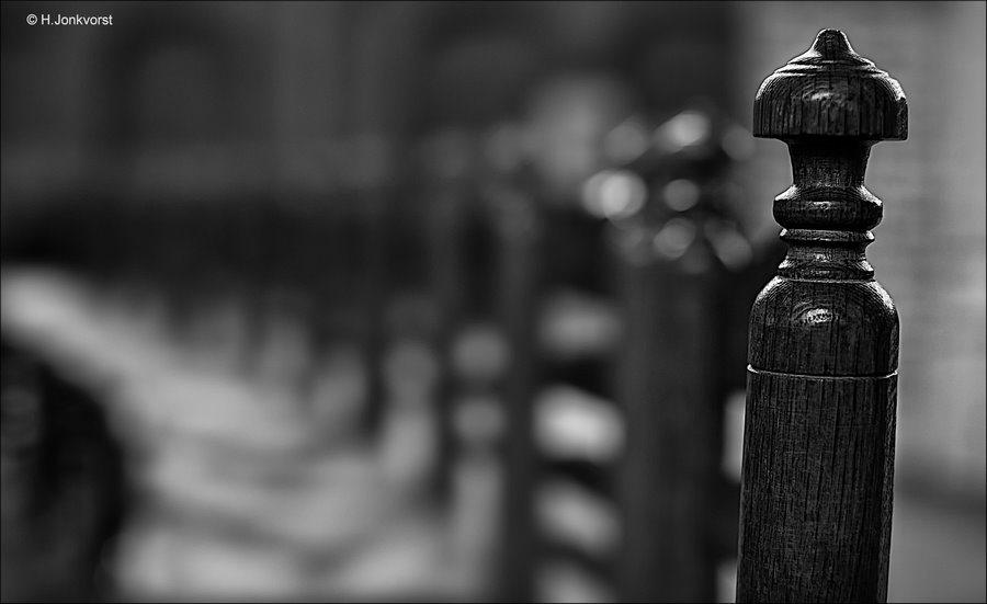 herhalingen fotograferen, herhalingen fotografie, houten stoeltjes, houten stoelen, knopstoel, houten knopstoel, biezen zitting