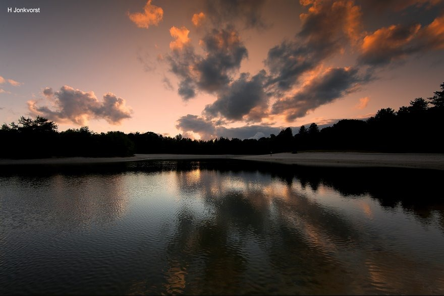 vurige wolken, Staphorst, Recreatievijver de zwarte dennen, vurige wolken, avondrood, landschap, landschapsfotografie, zonsondergang