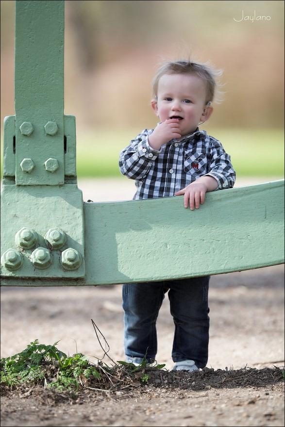 In balans, Een wankel evenwicht, a walk in the park, walk in the park, leren lopen, kinderen leren lopen, eerste stapjes, je eerste stapjes, vallen en opstaan, kinderfotografie, Jaylano