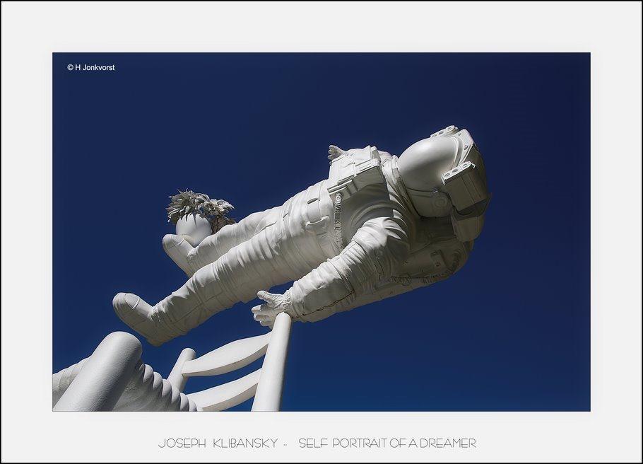 Joseph Klibansky self portrait of a dreamer, Joseph Klibansky, Kasteel het Nijenhuis, Beeldentuin, Ruimtereiziger, astronaut, leap of faith, utopische wereld, beeldentuin Kasteel het Nijenhuis