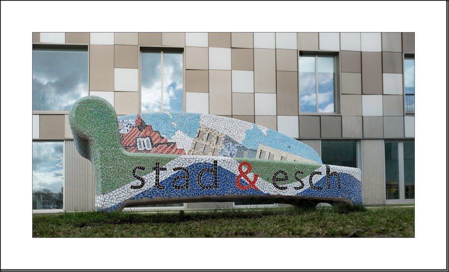 Stad & Esch, Scholengemeenschap Stad & Esch, mozaiekbank, mozaiek bank