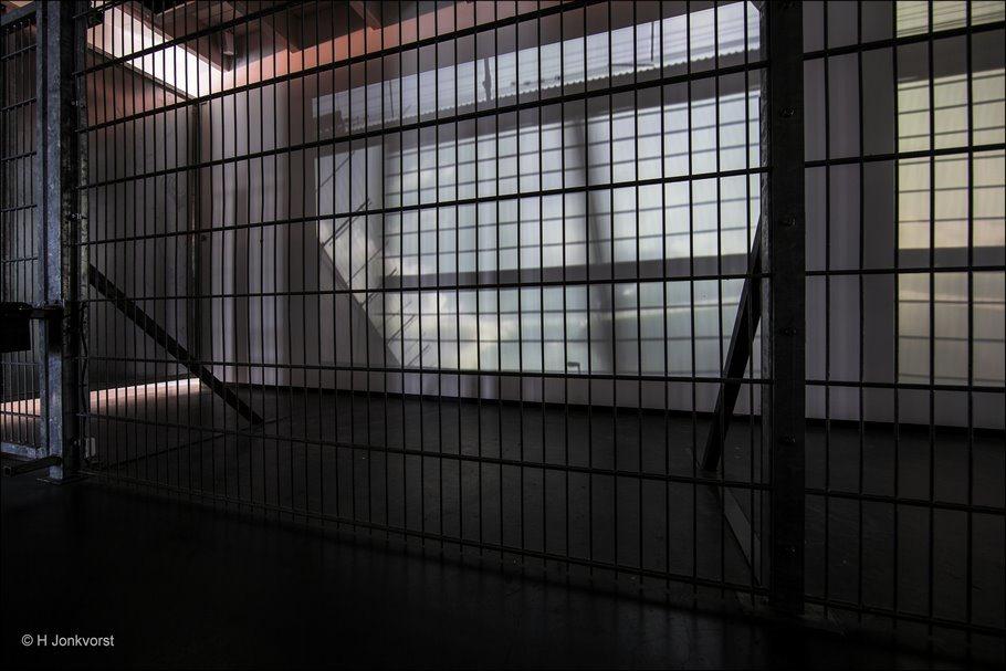 https://knakkie30.files.wordpress.com/2017/04/gevangenismuseum-veenhuizen-gevangenismuseum-veenhuizen-detentie-vrijheidsberoving-achter-tralie3.jpg?w=910&h=607