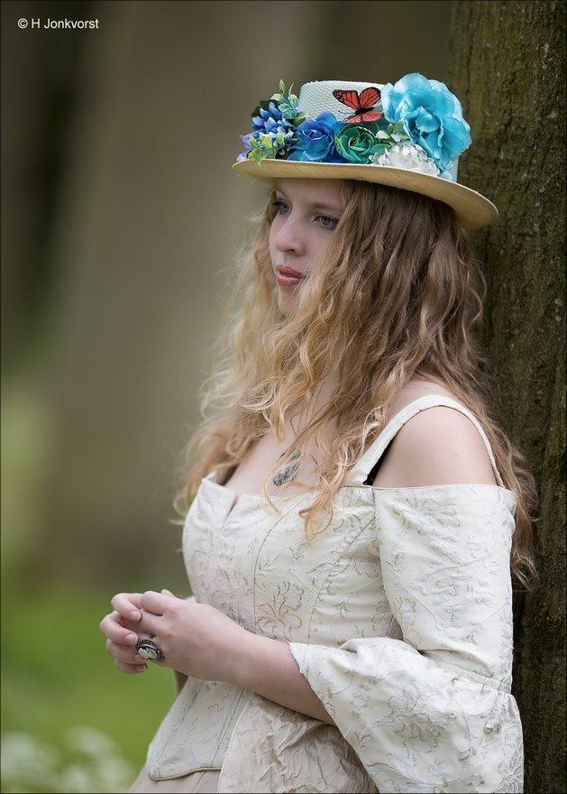 Elfia, Elfia 2017, Elfia Haarzuilens, Elfia Haarzuilens 2017, Fantasy festival, elf fantasy fair, kasteel de haar, portret, portretfotografie, zien en gezien worden, gekostumeerd feest, daydreaming, dagdromen