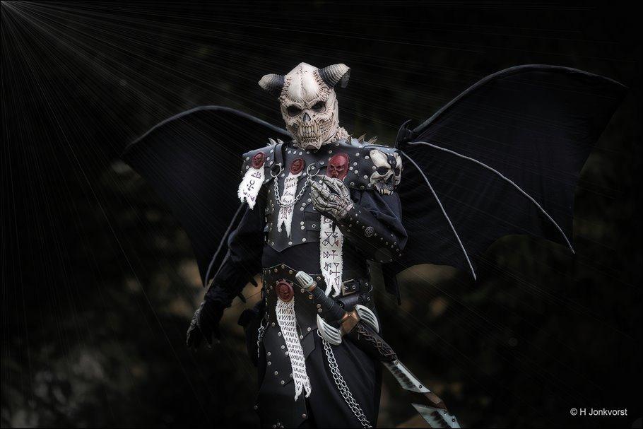 Elfia, Elfia 2017, Elfia Haarzuilens, Elfia Haarzuilens 2017, fantasy festival, elf fantasy fair, kasteel de haar, portret, dark angel, duivelsfiguur, duivel figuur, the beast