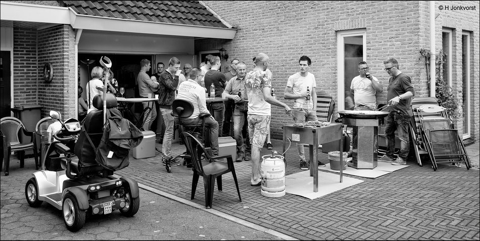 Buurtbarbeque, straatbarbeque, barbecuen met de buren