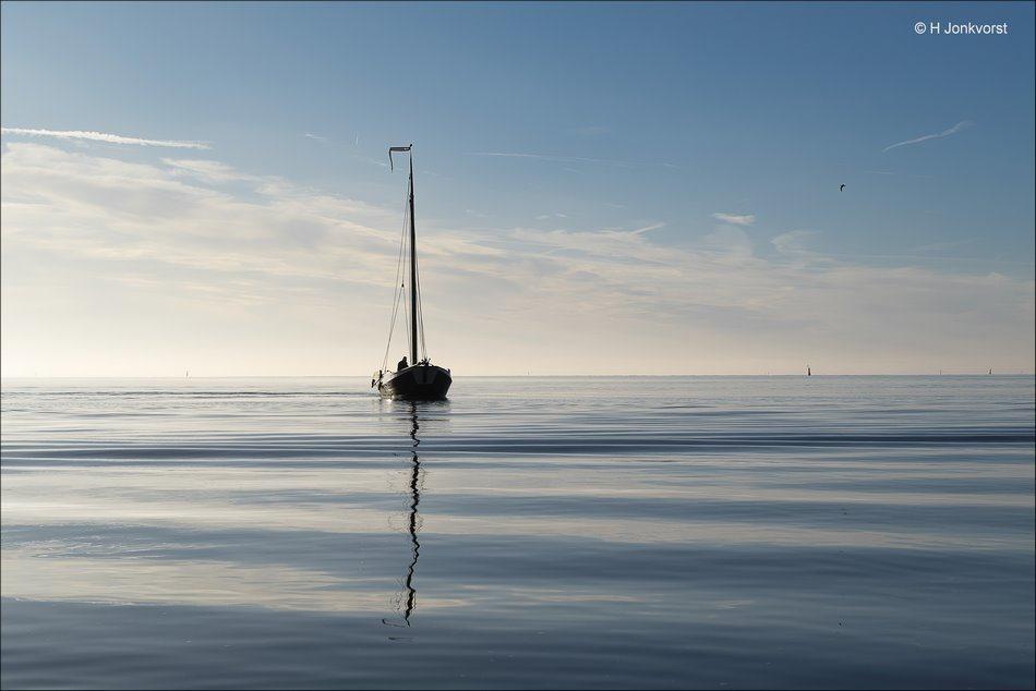 kabbelen, dobberen, dobberen op het water, kabbelend water, windstil, Urk, ijsselmeer, botter, drijven