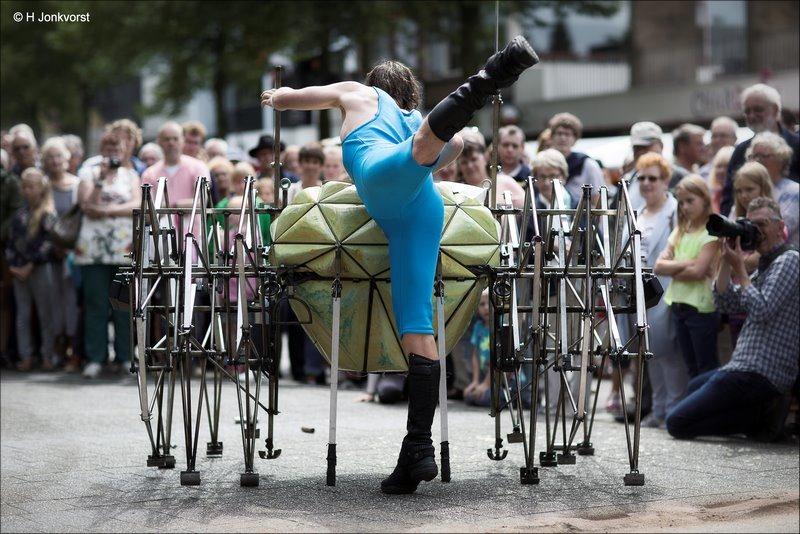 Compagnie mobil, Compagnie modil Despoot, Despoot, Aat Dirks, slapstick, Straattheater, Cest La Vie Emmen 2017, C'est la Vie Emmen 2017, C'est la Vie Emmen, Straattheater Festival, mechanisch wezen, mechanisch beest