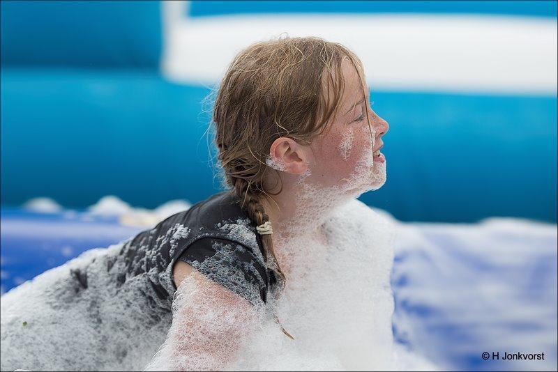 Huttendorp Staphorst 2017, Huttendorp Staphorst, Staphorst, Huttendorp 2017, Huttendorp, waterspelen, schuimparty, spelen met water, waterballet, blubber, bagger, modder
