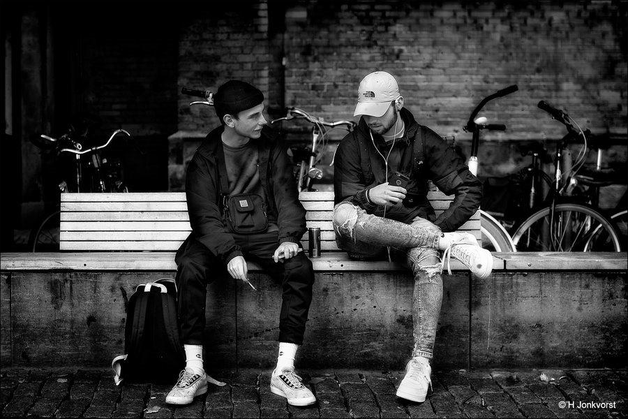 Streetlife, chillen, straatfotografie, Straatfotografie Zwolle, niets doen, relaxen, ontspannen