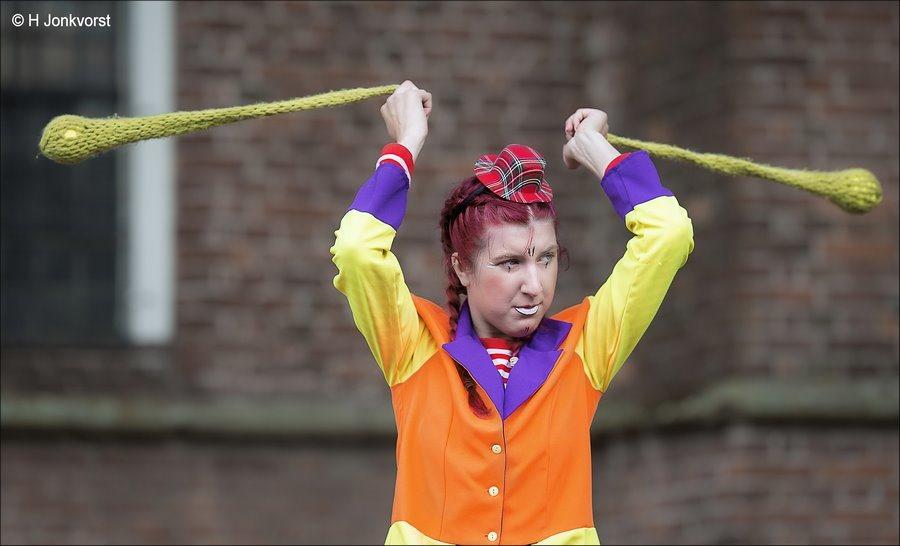 Apport, Apporteren, ballen in een sok, Slingerballen, clown, Clown Figuur, clown kunstjes, clownskunsten, slingersok, tennisballetje in sok