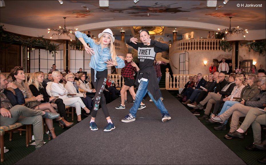 Drenth Dance Centers,Drenth Dance Centers Dedemsvaart, Streetdance, streetdance act, dans act, dance act, Restaurant de koperen Hoogte, De Koperen Hoogte, indian summer fair, indian summer fair de koperen hoogte