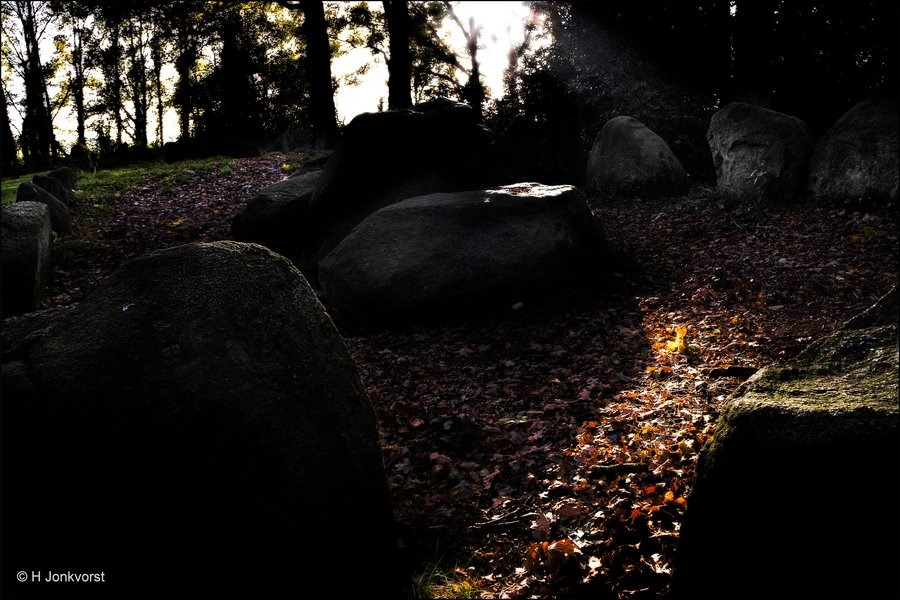 Hunebed, Hunebedden, Langgraf, Hunebed Emmen, Hunebedden Emmen, Trechterbekercultuur, Bruyn Stien, Rituelen, grafmonument, Het langste graf