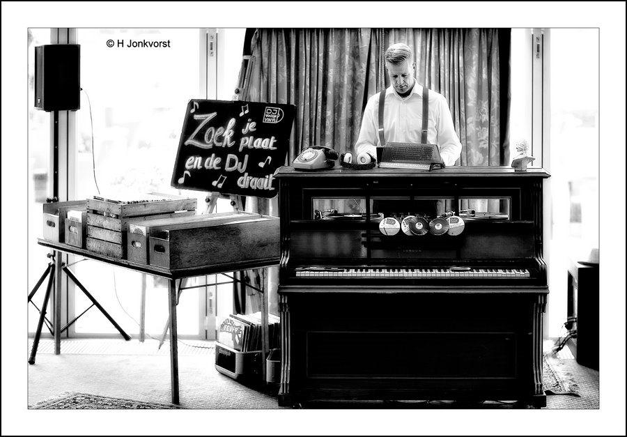 Op verzoek, Op veler verzoek, Plaat aanvragen, DJ Vinyl, Terug naar de grammofoon, grammofoon, plaatjes draaien, platen draaien, muziek op vinyl, draaitafel, verzoeknummer, bellen mag ook