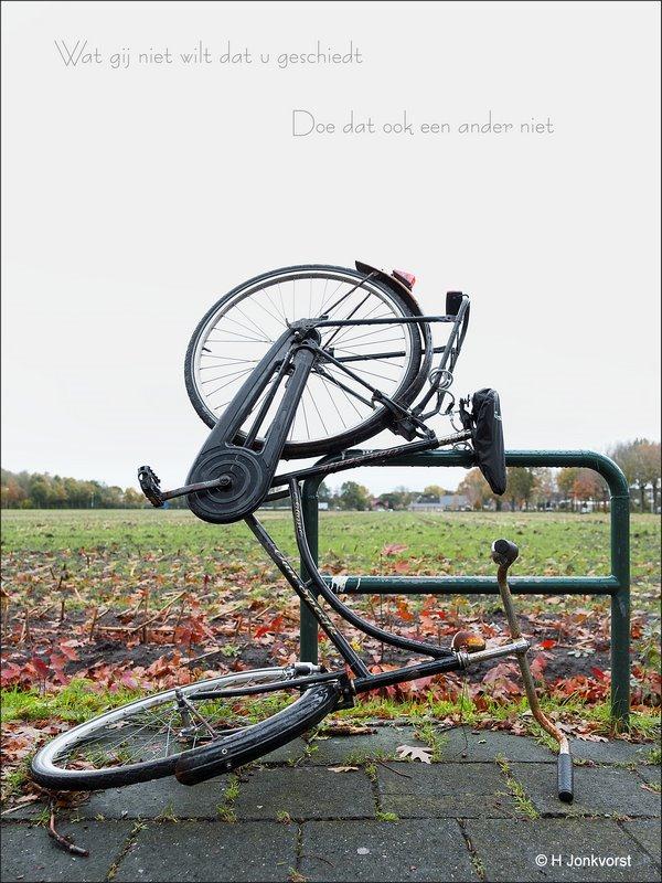 Staphorst, Vandalisme, fietsvandaal, fietsvandalen, Fietsen vernielen, zinloos geweld, Vernielzucht, Baldadigheid, vernielwoede, wat gij niet wilt dat u geschiedt, drank maakt meer kapot dan je lief is