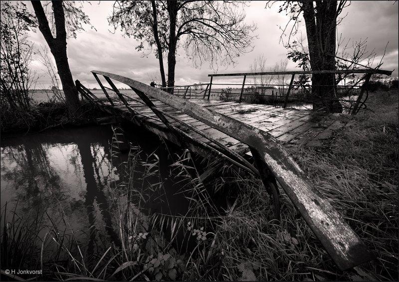 Staphorst, vervallen brug, bruggetje, Rechterensweg, Staphorsterveld, landschap, landschap in zwartwit
